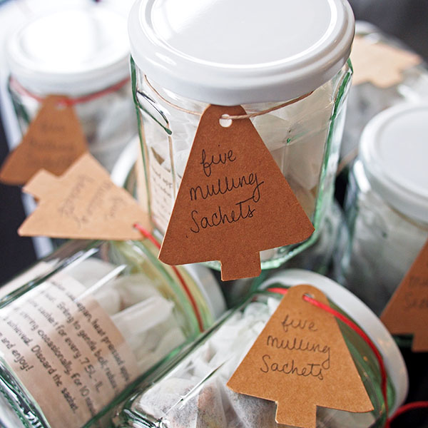Homemade DIY Mulling Sachets in Jars | the Worktop