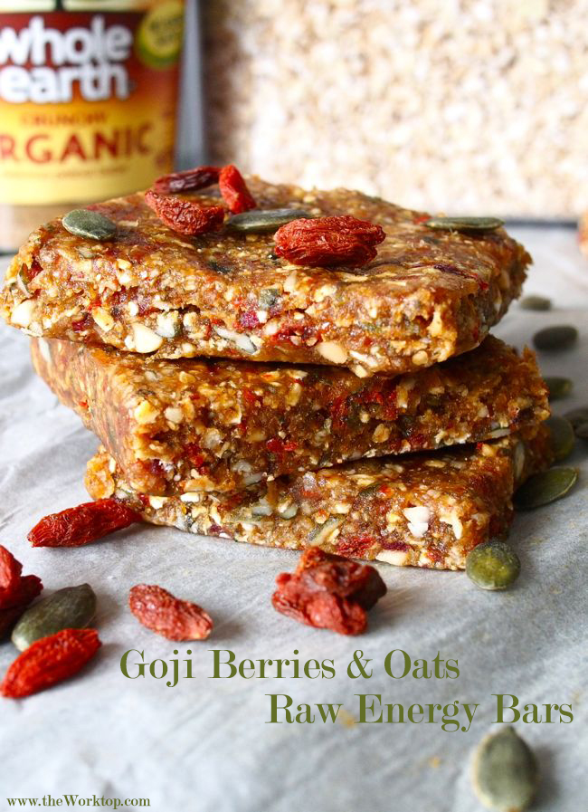 Goji Berries & Oats | Raw Energy Bars | the Worktop