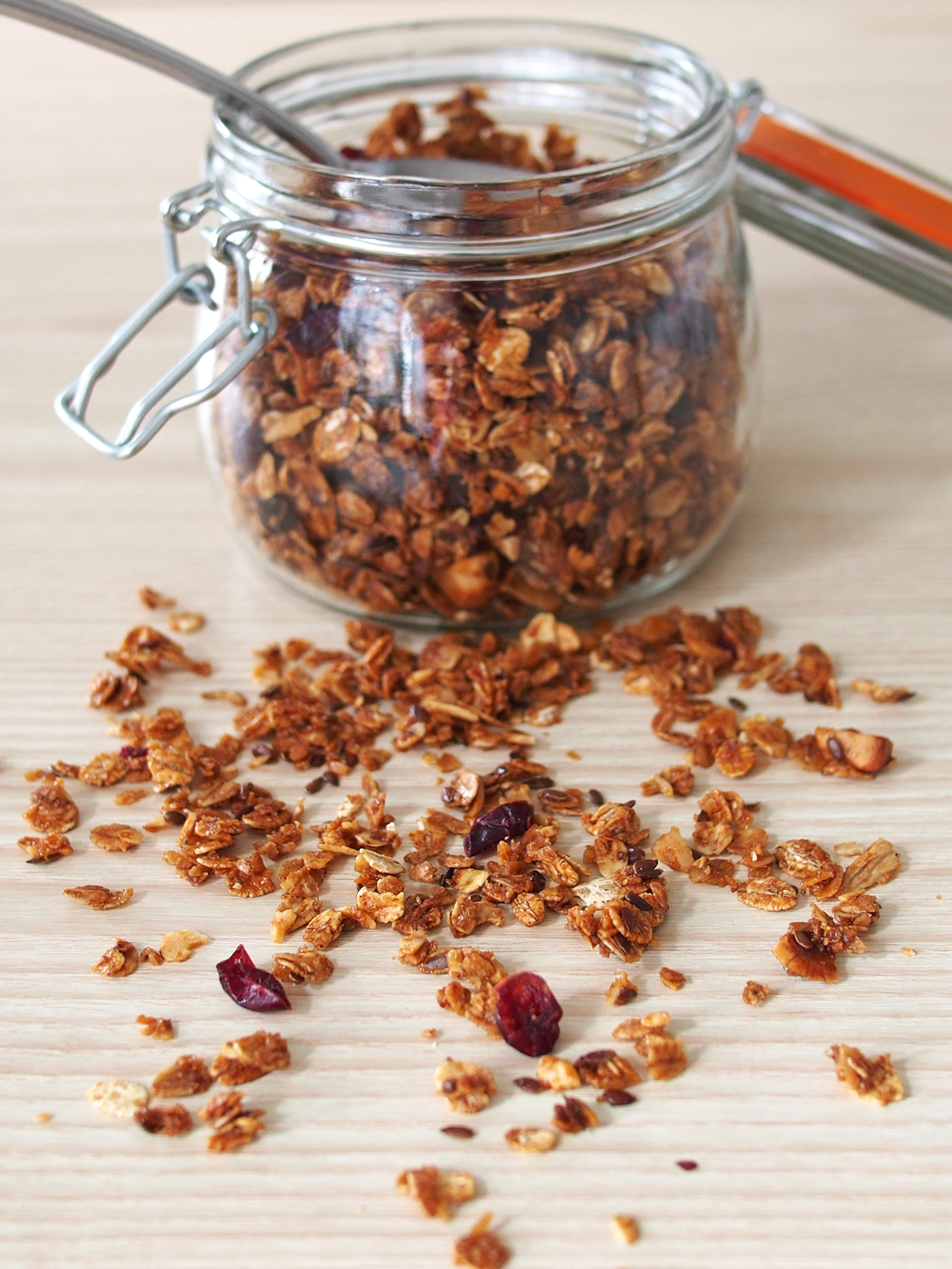 Autumn-Inspired Vegan Granola Recipe with Pumpkin Seeds and Dried Cranberries | The Worktop