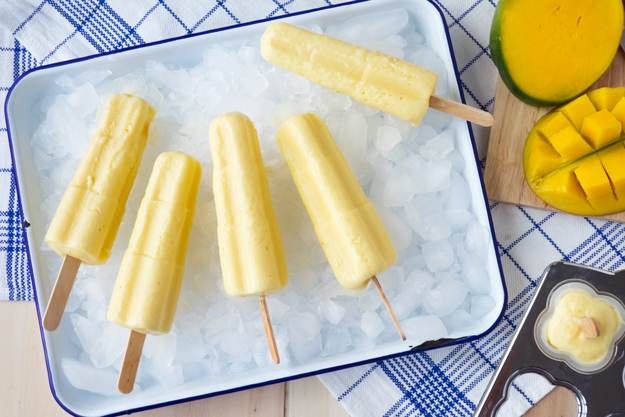 Mango and Yogurt Popsicles - super #healthy and delicious! | The Worktop