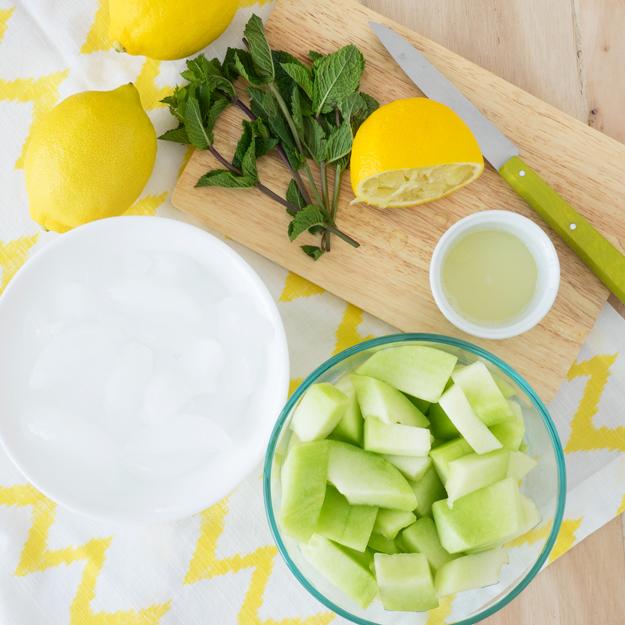 Mint Honeydew Smoothie for a refreshing summer drink! | The Worktop #smoothie #breakfast