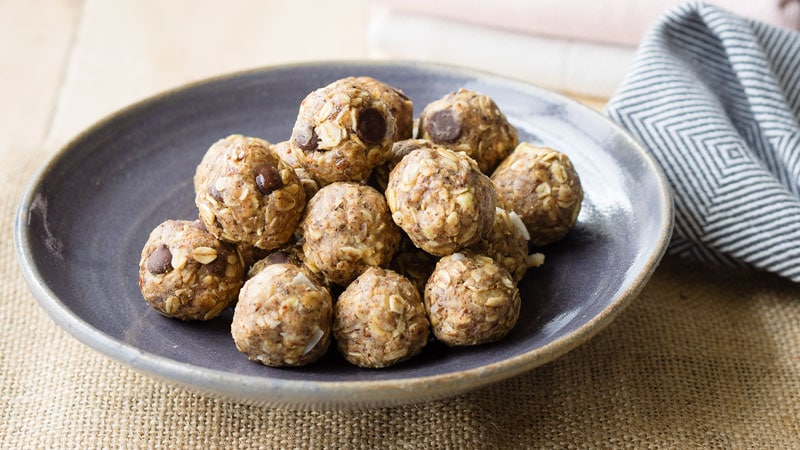 Easy Oatmeal Energy Balls