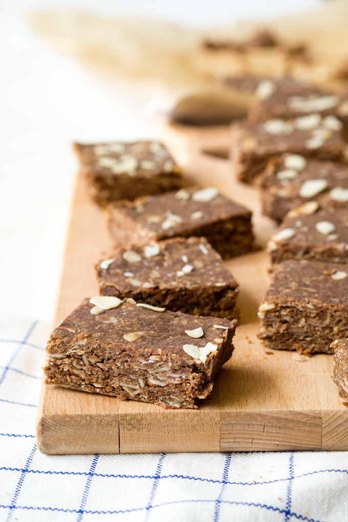 No Bake Chocolate Peanut Butter Bars for Breakfast | The Worktop