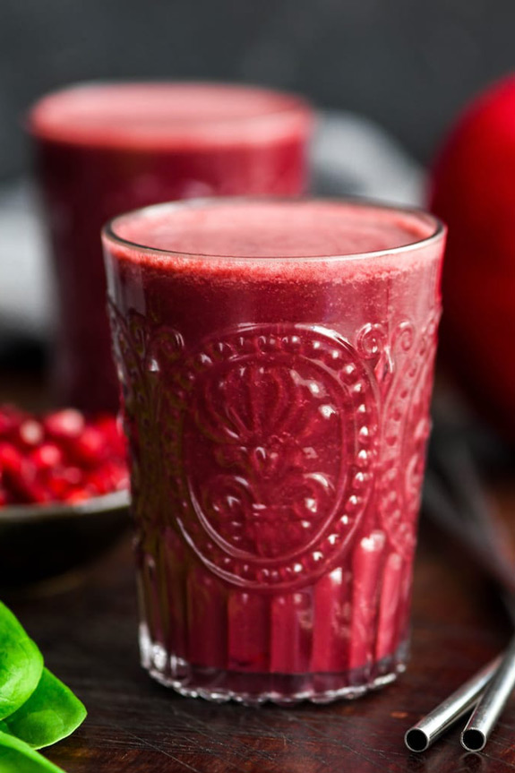 Beet Pomegranate Spinach Smoothie | Healthy Fruit Smoothies for Breakfast | The Worktop