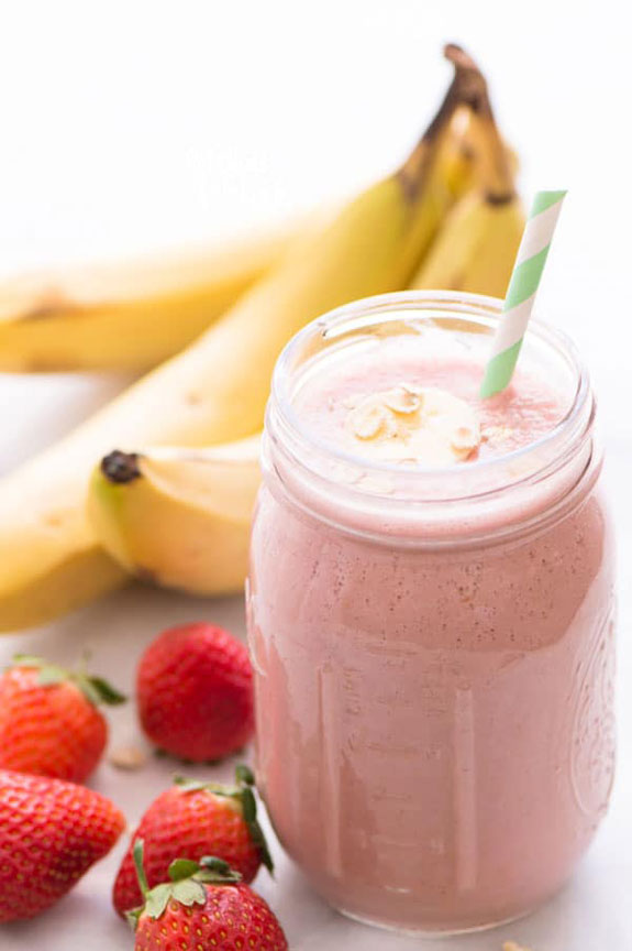 Strawberry Banana Oatmeal Smoothie | Fruity Breakfast Smoothies | The Worktop