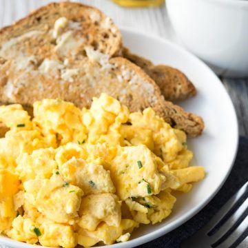 Scrambled Eggs with Cream Cheese - Low Carb Breakfast | The Worktop