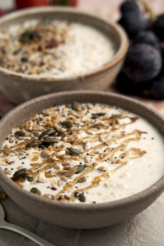 Overnight Oats with Yogurt - healthy breakfast bowl | The Worktop